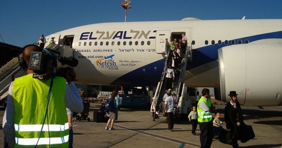 Poll: One-third of Israelis think about emigrating