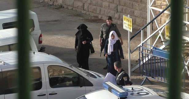 Israeli prison guards arrest mother of Palestinian detainee