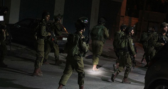 West Bank homes raided, citizens kidnapped in IOF dawn raids