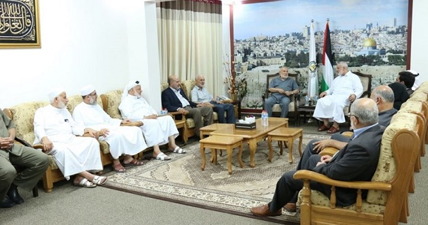 Parliamentary delegation visits Haneyya, hails reconciliation efforts