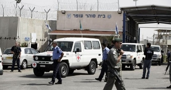 Israeli authorities prevent life-sentenced detainee from family visits