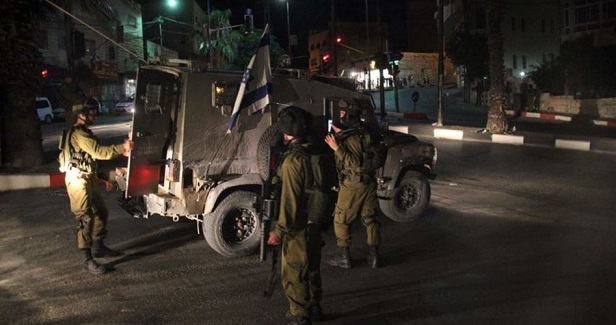 21 Palestinians rounded up in West Bank