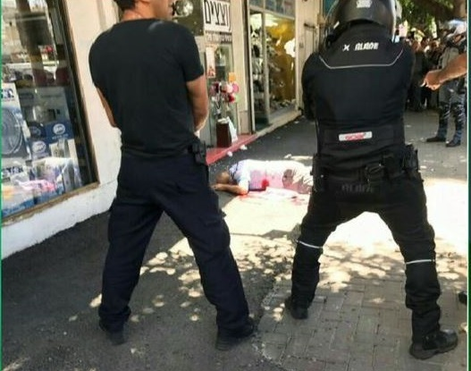 Israeli policeman lightly wounded in alleged stabbing attack