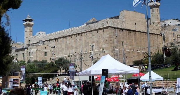 Israeli occupation closes off al-Khalil's Ibrahimi Mosque