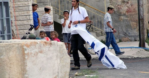 Israeli settlers close entrance to Nablus city