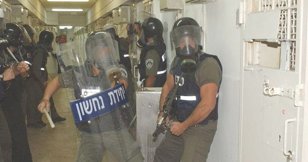 Ashkelon prisoners maltreated during raid on their rooms