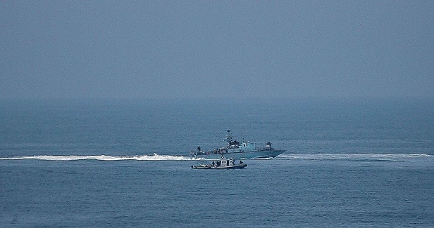 Israeli navy opens fire at fishing boats off Gaza shore