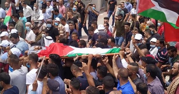 Hundreds bid farewell to Palestinian killed by IOF