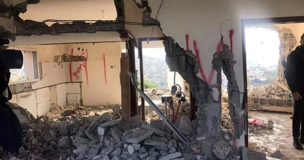 IOA forces Jerusalemite to raze his own home in Sur Baher