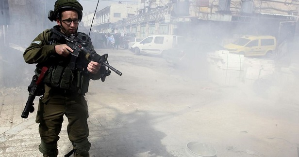 IOF teargases journalists, arrests two of them in Bethlehem