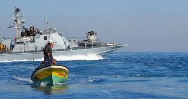 2 Gaza fishermen arrested by Israeli navy, boat attacked with gunfire