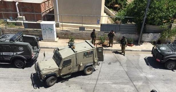 IOF raids homes, arrests 9 Palestinians in West Bank