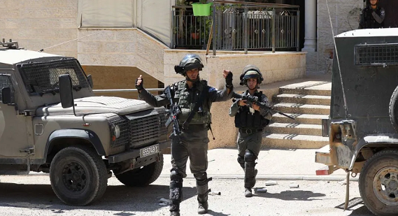 Israel detains 10 Palestinians in West Bank raids