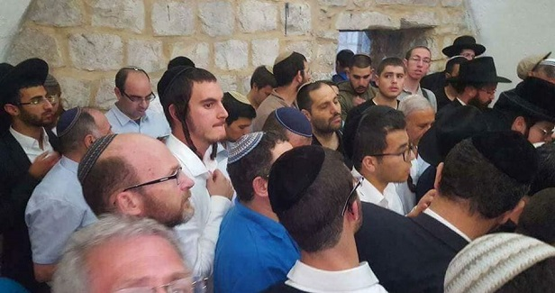 Dozens of settlers attempt to raid Nablus amid corona lockdown
