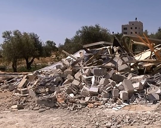 Israel demolishes Palestinian-owned home in Beit Hanina