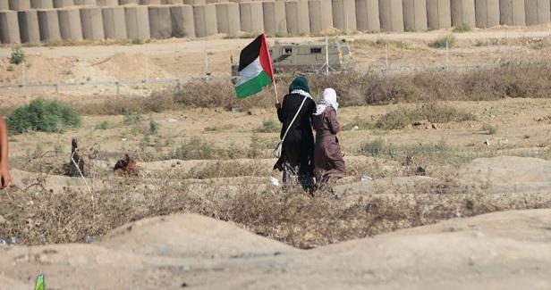 Israeli forces shoot two Palestinians on Gaza border