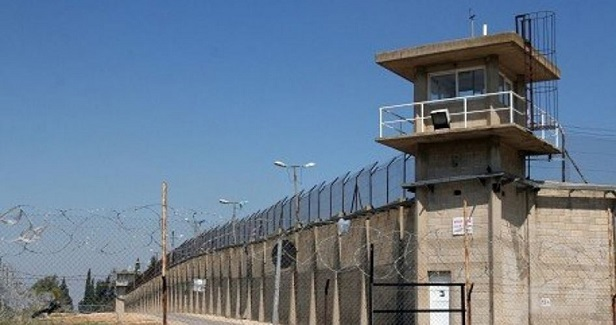 Ramon prisoners ignite fires in cells in protest at cellphone jammers