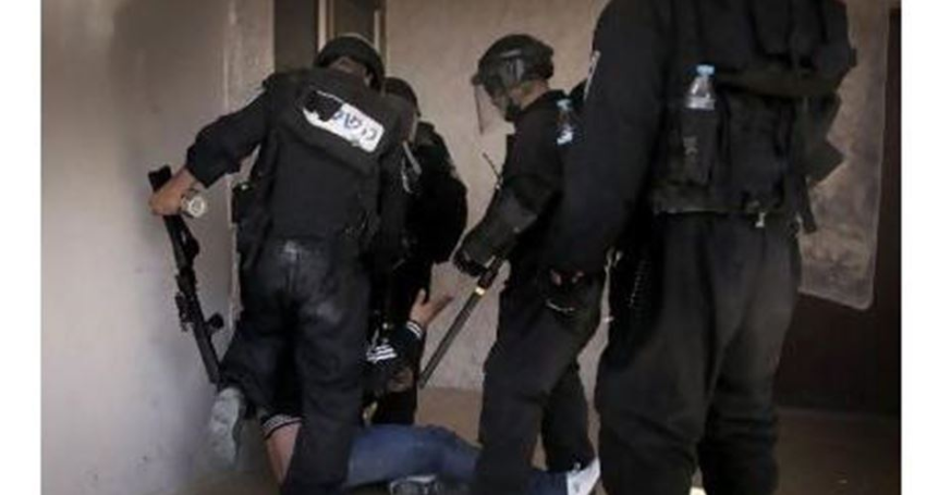 Israeli police kidnap Jerusalemite young men during overnight campaign
