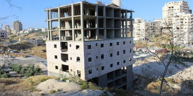 IOF take measurements of buildings in Wadi al-Hummus for second time