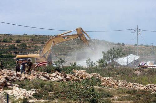 IOF raze land and erect mobile homes in Huwwara, south of Nablus