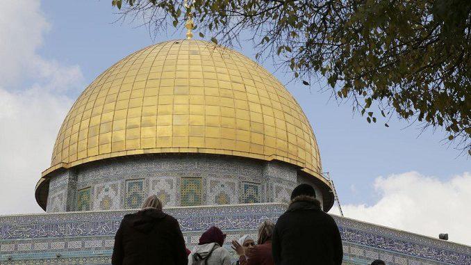 Israel arrests head of Al-Aqsa's construction department