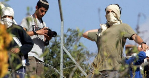 Jewish settlers attack farmers in Nablus