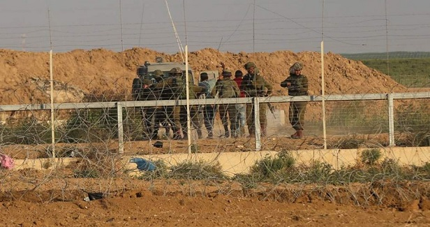 Israel army says its forces arrested Gazans near border fence