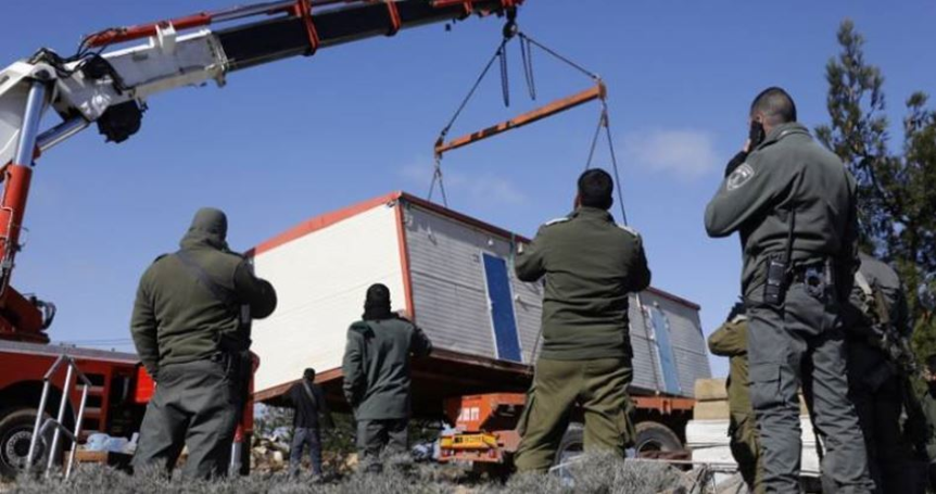 IOF seizes Palestinian mobile home in central Jordan Valley