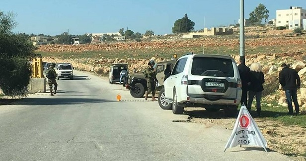 IOF erects military barrier, blocks traffic