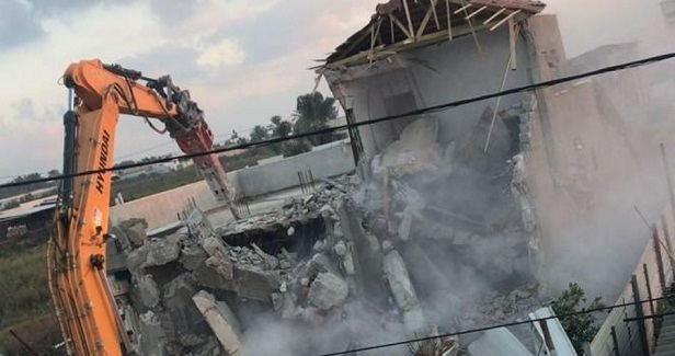 IOA razes Palestinian-owned structures in Jabel Mukaber