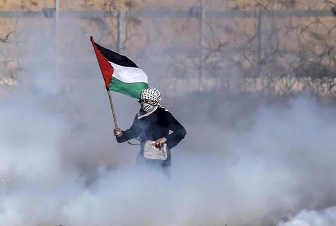 Israel blocks Gaza fuel supply over fire balloons