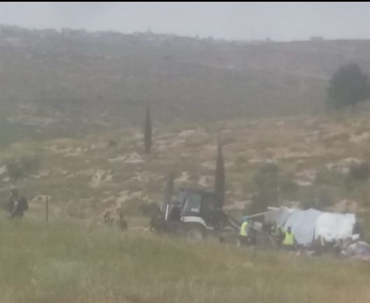 Israeli forces dismantle, confiscate tent in Susiya for 2nd time