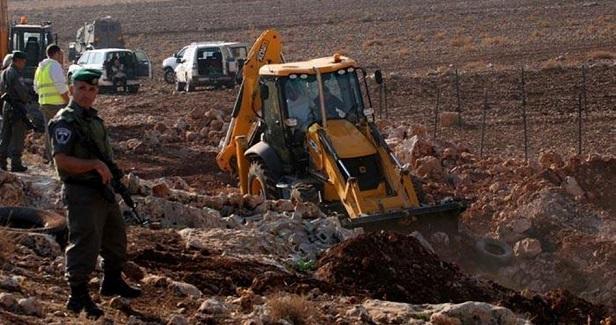 IOF destroys agricultural road in Jordan Valley