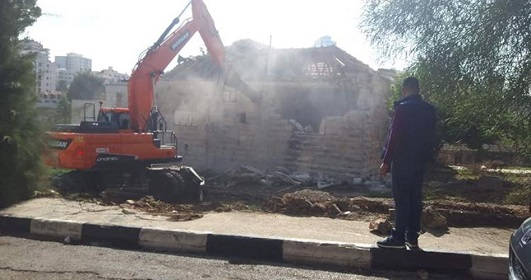 Israeli forces demolish home in al-Khalil, assault residents