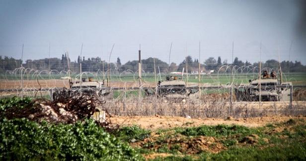 IOF detains Gazan after crossing border
