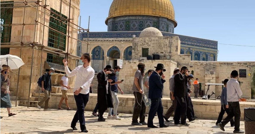 Israeli police arrest Palestinian girl in the Aqsa Mosque