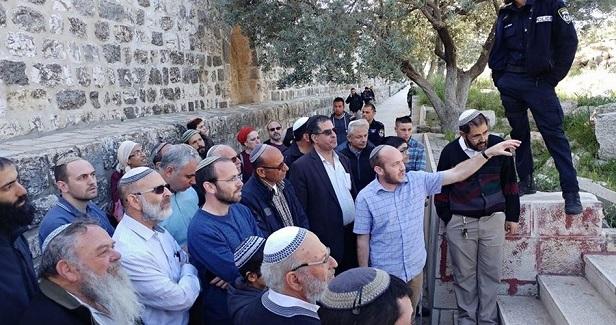 Extremist Jewish groups incite followers to defile Aqsa en masse