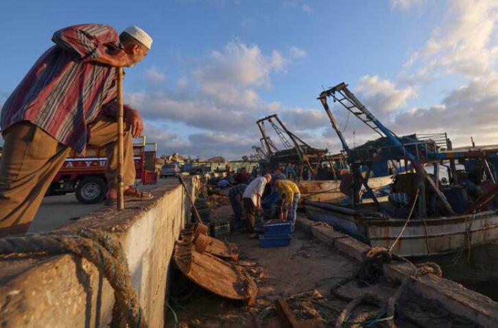 Israeli goodwill gestures fail to hook Palestinian fishermen