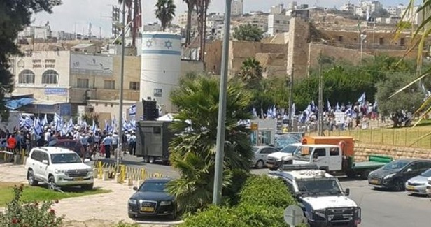 Israeli masses call for killing Arabs during march in al-Khalil