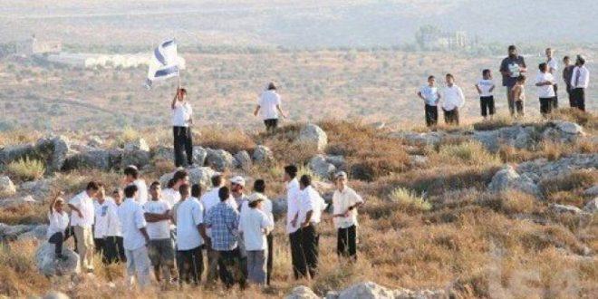 Settlers erect caravans in Jordan Valley