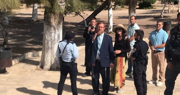 Yehudah Glick leads settler break-in into Aqsa Mosque