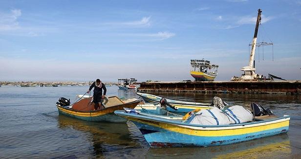 Gorup 194 :: Israeli navy detains ten fishermen off Gaza shores