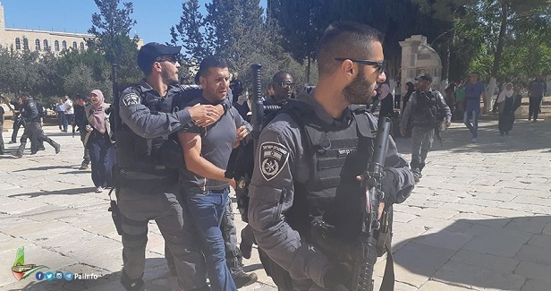Israeli occupation bans 13 Palestinians from entering Aqsa Mosque