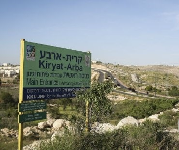 Israeli settlers attack Palestinian vehicles in Hebron