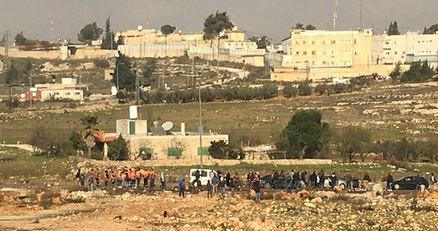 Israeli settlers attack Palestinian house south of Nablus
