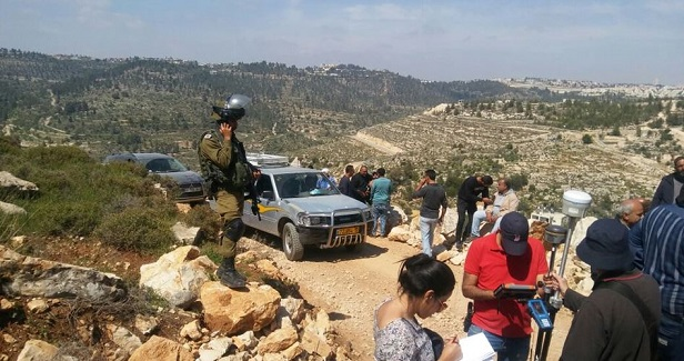 Hordes of Israeli settlers storm al-Walaja village