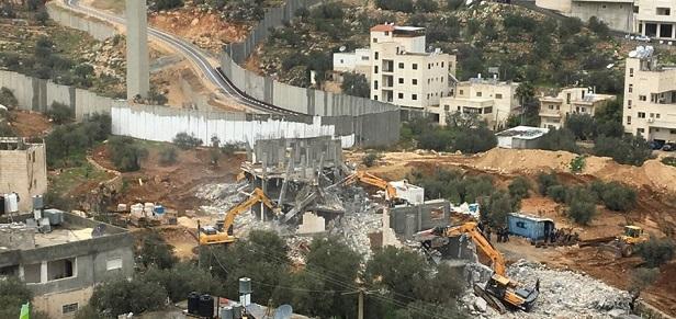 Israeli forces seize Palestinian makeshift home in Occupied Jerusalem