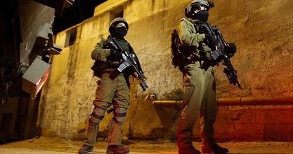 IOF kidnaps several Palestinians in W. Bank raids