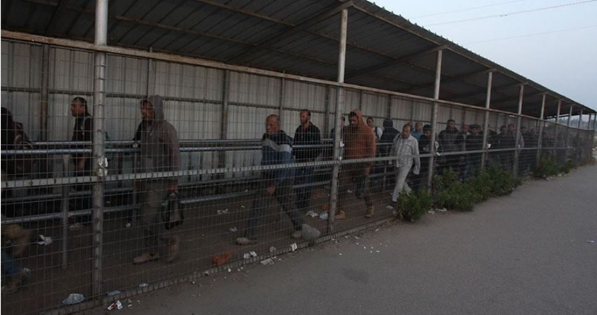 IOF fires tear gas at Palestinian workers