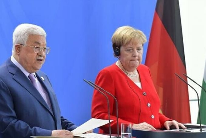 Abbas Tells Merkel: Palestinians Ready to Return to Negotiations with Israel